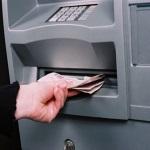 Jak zrealizować wypłatę w bankomacie?