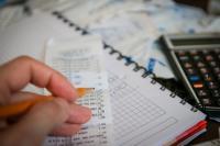 Podział widocznych wydatków i przychodów